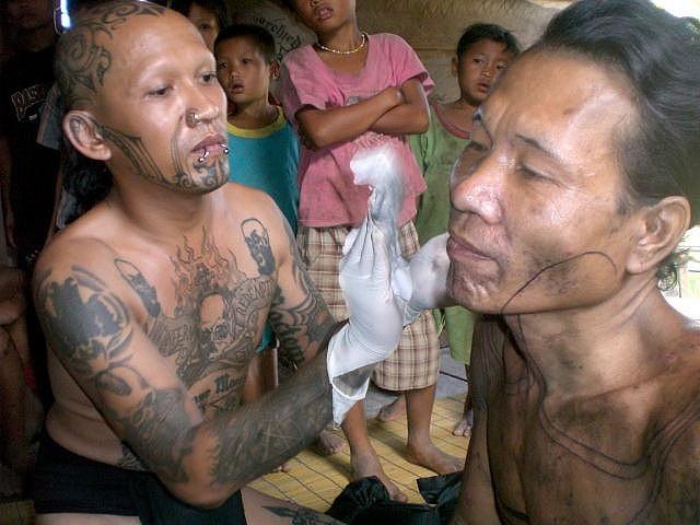 aman durga sipatiti of durga tattoo tattooing a mentawai tribesman