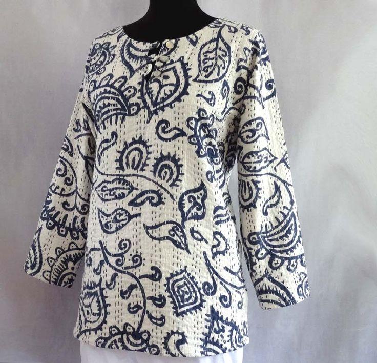 Pull tunique femme blanc et bleu indigo motif naïf en coton gaudri surpiqué : Pulls, gilets par akkacreation