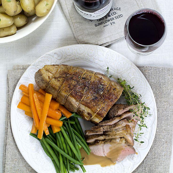Kalvestek med brun saus og glaserte gulrøtter