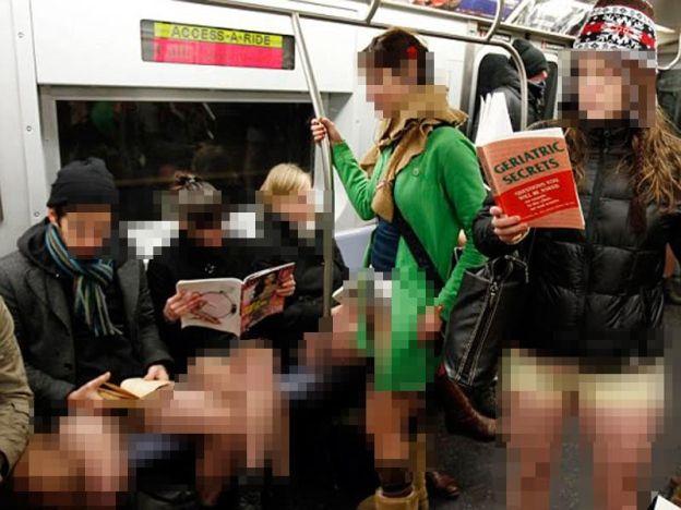 Flashmob tak pakai seluar dalam train disiasat polis   Flashmob tak pakai seluar dalam train disiasat polis  Pihak berkuasa Rusia akan menyiasat gimik flashmob yang tidak memakai seluar dan hanya memakai pakaian dalam pada Ahad lepas.  Menurut AFP aksi yang digelar No pants subway ride disertai berpuluh-puluh penumpang lelaki dan wanita di sebuah stesen kereta api bawah tanah.  Flashmob tak pakai seluar dalam train disiasat polis  Pihak polis sedang membuat keputusan sama ada perbuatan…