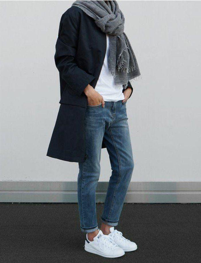 sneakers blancs tendances de la mode jeans boyfriend t shirt blanc manteau bleu foncé