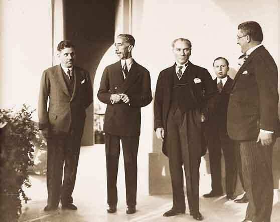Mustafa Kemal Atatürk'ün az bilinen fotoğraflarından... #TekAdamMustafaKemalATATÜRK pic.twitter.com/ABSfSgEmH2