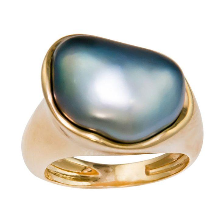 18K yellow Gold and Gray Tahitian Pearl Ring, by Elsa Peretti for Tiffany & company. Circa: 1980s