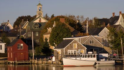 AARP Home » Home & Family » Your Home »10 Great Small Cities ...    Best Places to Retire 2011  10 Great Small Cities for Retirement  Looking for a place where there's lots to do, but you won't get lost in the crowd? Check out our top picks