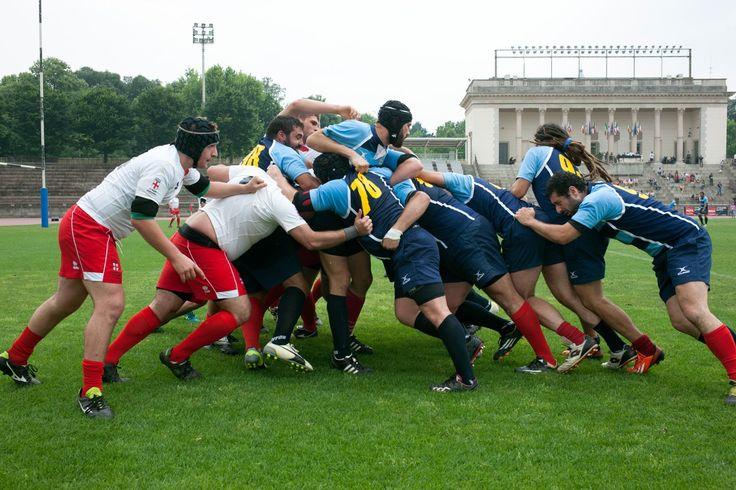 Le leggende del Rugby #2. Il grande momento è arrivato, Libera Rugby Club, la prima squadra gay friendly d'Italia, è in campo contro l'omofobia e tutti i pregiudizi. All'Arena Civica di Milano, tra i grandi campioni del rugby, cosa avranno provato i nostri amici? Guardate il video e lo saprete! Enjoy! Qui il dietro le quinte: http://www.sughialthea.it/libera-tutti.php #liberatutti #incampotuttiuguali #stopomofobia