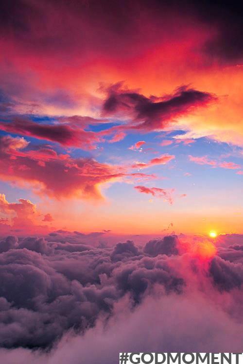 Ken je dat? Uit het raampje kijken als je in het vliegtuig zit en ziet de zon gewoon horizontaal naast je. Daarnaast is het uitzicht ook gewoon machtig mooi! #Godmoment