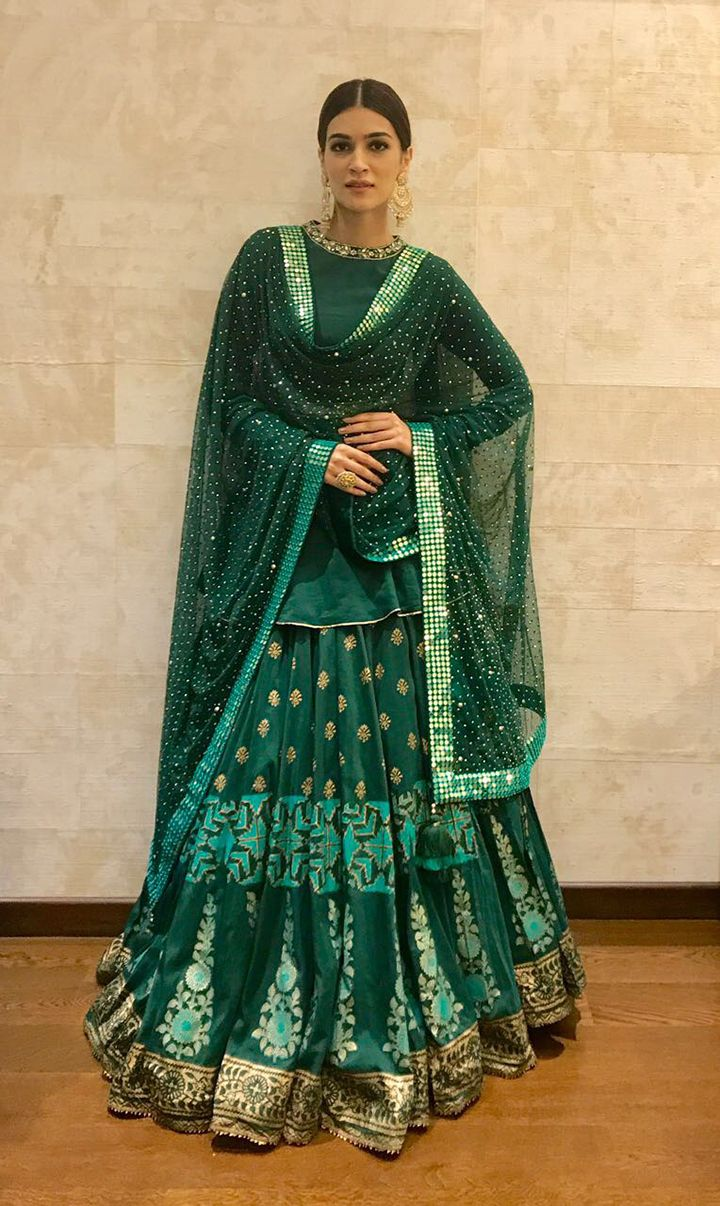 """We Can't Get Over Kriti Sanon's #Ethereal Festive Look"" end Sept, 2017: #KritiSanon Indian Festive Fashion @missmalini via @sunjayjk"