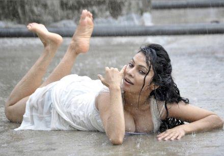 Hot Pics: Nikita Rawal gets wet and wild in monsoon