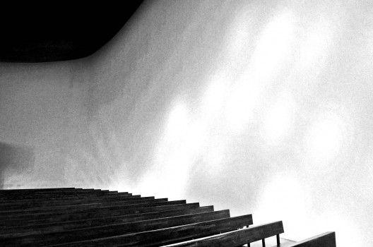 Iglesia de Nuestra Señora de la Coronación, diseñada por el arquitecto, urbanista y pintor español Miguel Fisac, fue construida entre los años 1957 y 1960 y responde fundamentalmente a dos puntos básicos que preocupaban al arquitecto: el tratamiento de la luz y la ubicación de los fieles en la iglesia.