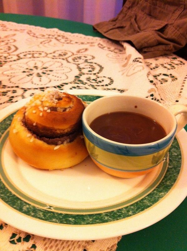 Cioccolata calda e cornetto fatto in casa