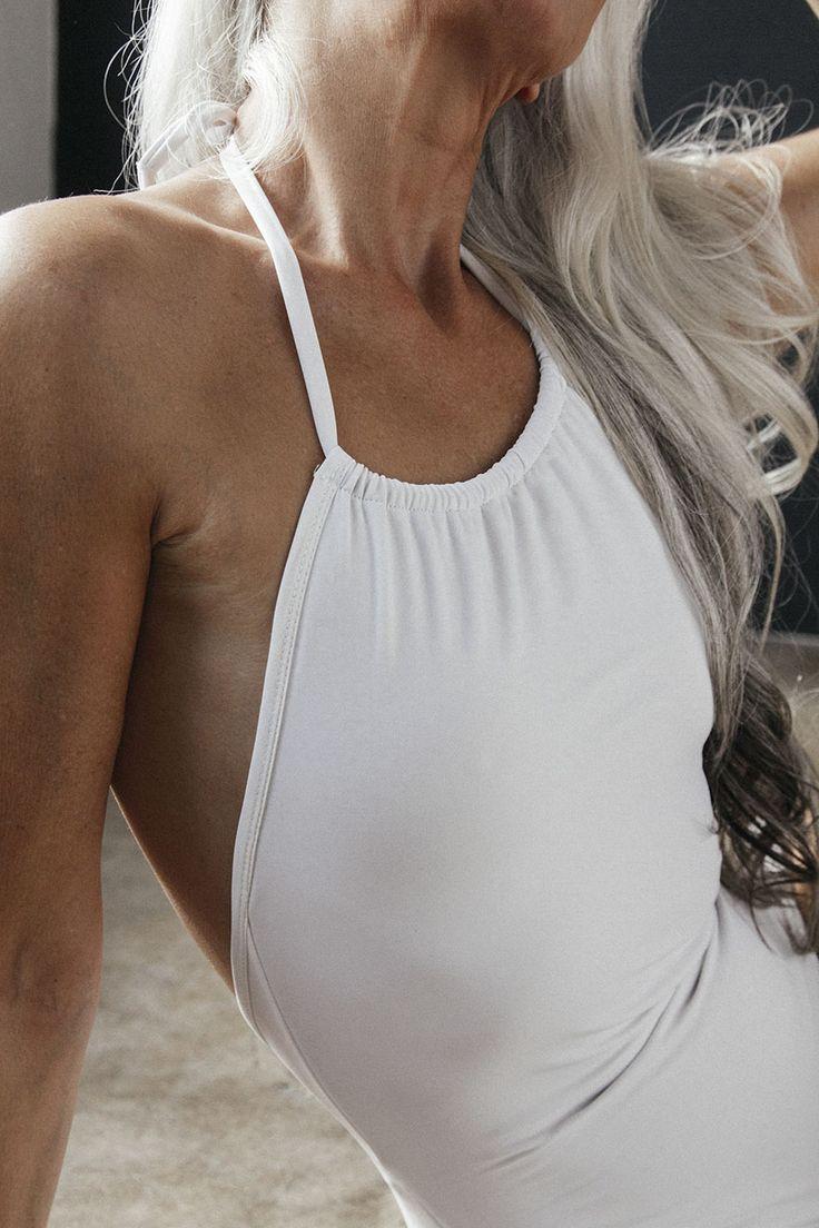 Quand Yasmina Rossi mamie mannequin de 61 ans pose en maillot de bain  2Tout2Rien
