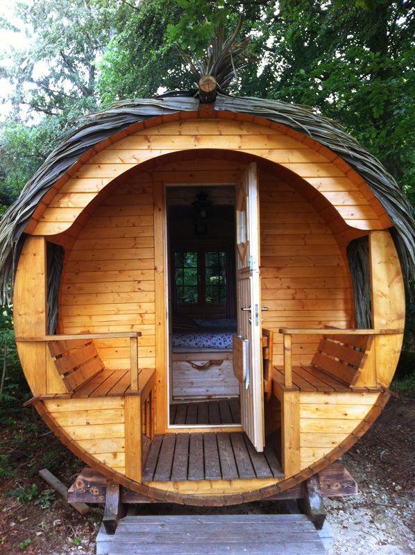 h bergement insolite le tonneau tube de l 39 t pour 2 personnes cabanes dans les arbres. Black Bedroom Furniture Sets. Home Design Ideas