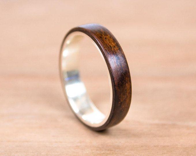 Anillo de plata y madera de Palosanto. Anillo de bodas, anillo de compromiso.