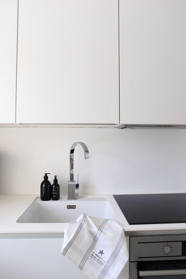 Homevialaura | modern white kitchen after renovation | HTH | VH7