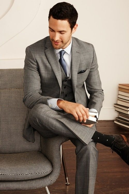 dig it. love the light grey 3 piece suit. he looks sharp. and i did not miss his polka dot socks! :-)