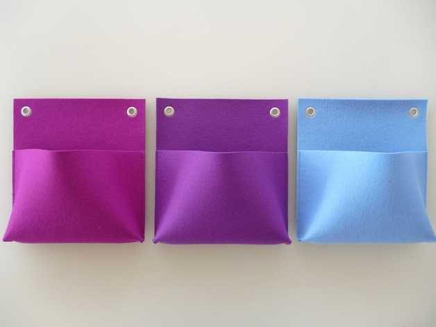 Wandutensilos aus Filz in verschiedenen Farben für allerlei Krimskrams // hanging felt storage bags in various colors via DaWanda.com