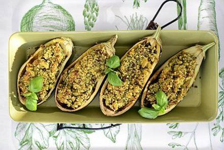 Täytetyt munakoisot / stuffed eggplants with bulgur and minced meat. So delicious and tasty.