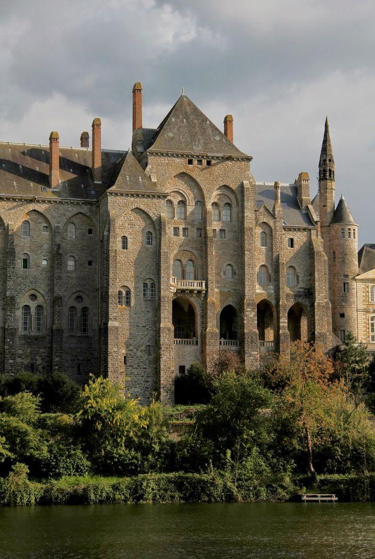 Abbaye Saint-Pierre de Solesmes. Pays-de-la-Loire