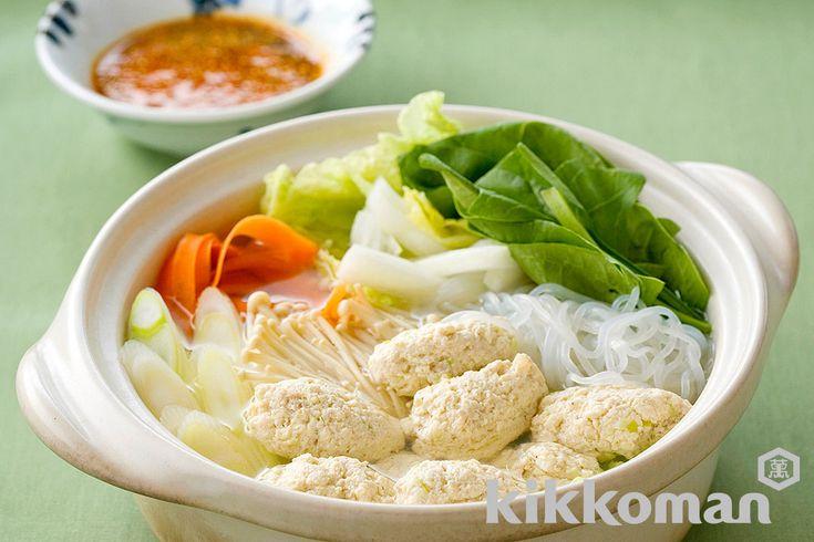 豆腐団子鍋のレシピをご紹介。鶏肉とひき肉とほうれん草と豆腐を使って簡単お手軽に調理できます。炒め物や煮物から揚げ物まで様々な献立レシピを簡単検索!お弁当や健康(ダイエット)レシピもご用意しています。キッコーマンのレシピサイト【ホームクッキング】