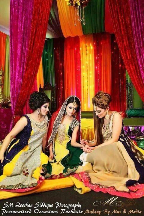 Pakistani mehndi... like decor colors