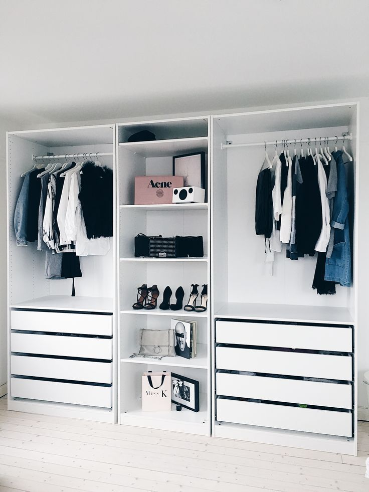 14 smart storage tricks for a bedroom with no closets for Small bedroom no closet