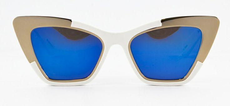 http://www.loveyewear.se/solglasogon/karen-walker-kw-siouxsie-white-and-gold-guld-vit-bla-spegel/ #lovewear #karenwalker