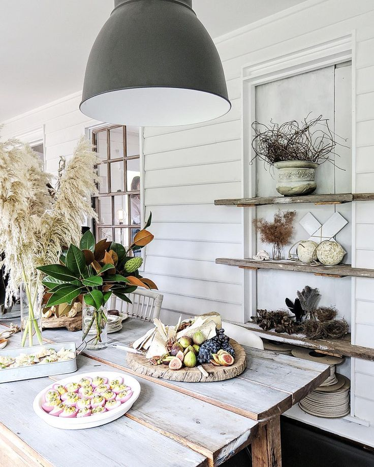 Country style entertaining at The Cottage, Kangaroo Valley in the Southern Highlands, Australia. Styling by Lisa Madigan   Photo by @cottonwoodandco