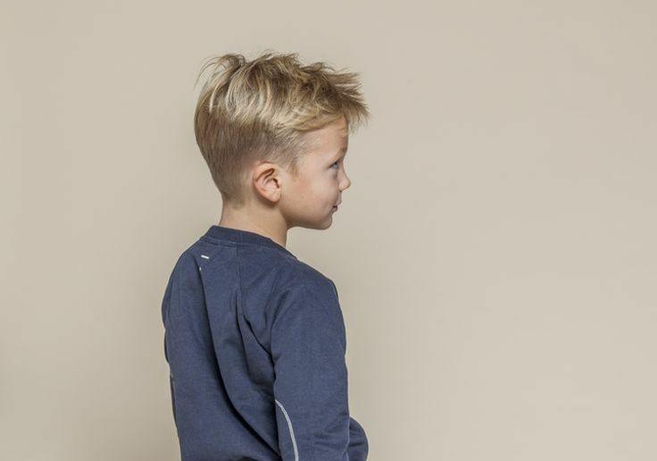 Frisuren für kleine Jungs mit Undercut