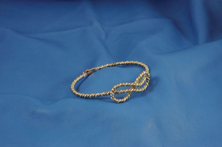 Bracciale nodo dell'infinito, realizzato con un filo di argento e un filo di oro rosa intrecciati
