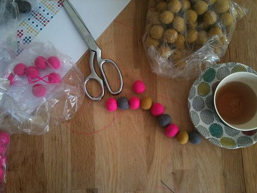 Making A Felt Ball Rug Tutorial Rugs Pinterest Felt