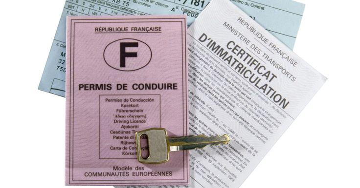 Cómo saber si una licencia de conducir es válida. ¿Puedes ver tu licencia de conducir y decir si es válida? La mayoría de nosotros no podría decir si lo es o no, y algunos tenemos la responsabilidad de verificar esta documentación como parte de nuestro trabajo. Las nuevas reglas federales de la Documentación Real afectan cómo se verán las licencias en los años venideros. Ocasionalmente, ...