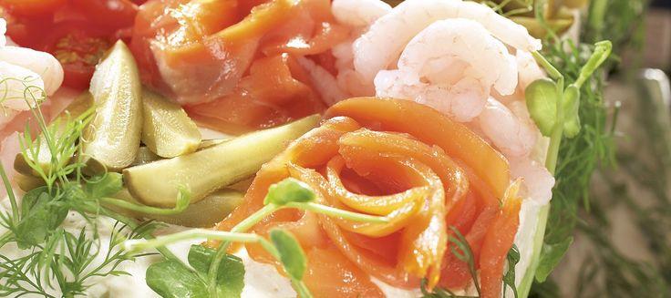 Katkarapu-lohivoileipäkakku | Suolaiset leivonnaiset | Reseptit – K-Ruoka