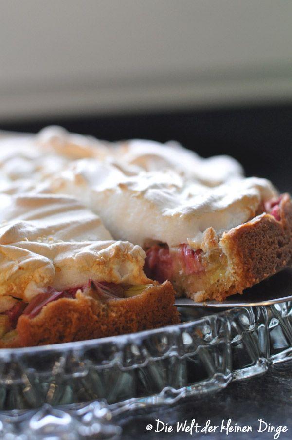 Die Welt der kleinen Dinge: Rhabarberkuchen mit Baiserhaube