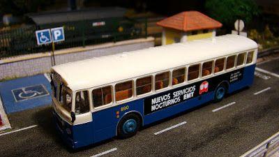 """Autobús EMT Madrid. Escala H0.  Autobús de la Empresa Municipal de Transportes con publicidad de los autobuses nocturnos denominados """"Búhos"""". Escala H0."""