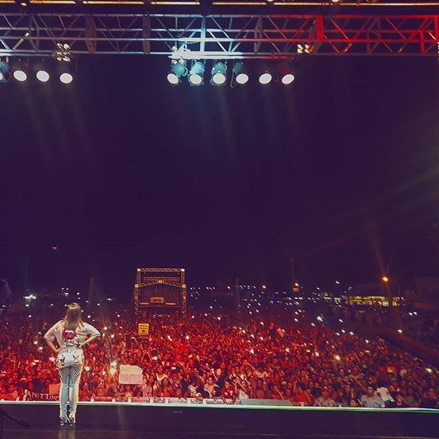 Anitta @anitta: Só sei agradecer. Nada no mundo explica essa sensação. Obrigada por mais um show
