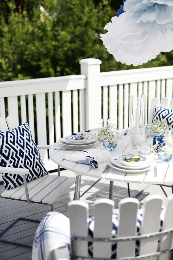 What's better and than a blue and white set table?!