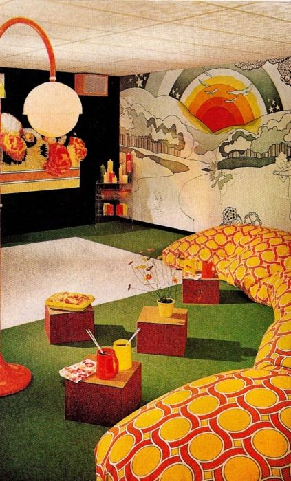 stellar 70s home decor.  Had friends that had a wall mural like this.