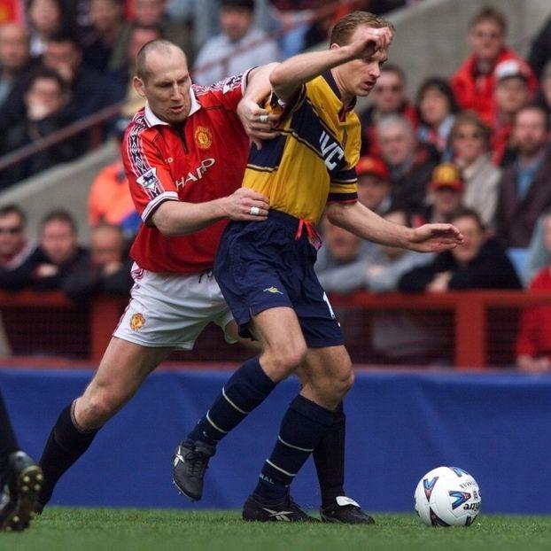 Jaap #Stam #ManUtd contro Dennis #Bergkamp #Arsenal