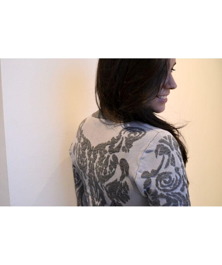 Jersey barroco de Lucy Paris. Descubre más en: http://vbinspiration.com