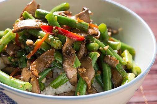 8 augustus 2014 Szechuan Champignon Roerbakschotel Dit recept komt van @champignonidee en heb ik gecombineerd met kip. En ipv oestersaus Teriyaki saus gebruikt.