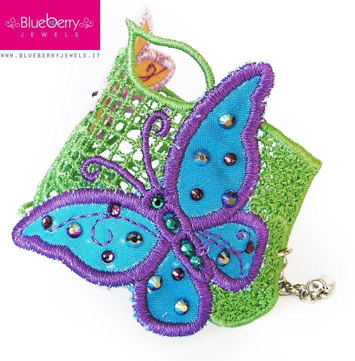 Uno dei nostri bracciali in macramè con cristalli #Swarovski http://www.blueberryjewelstore.com/