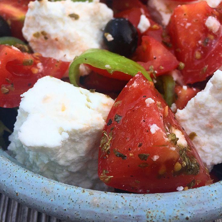 Mediterranes Ofengemuese mit mildem Schafkäse, blitzschnell zubereitet, just simple und sooo gut...http://www.die-kuecheninsel.at/ofengemuese-mit-manouri/