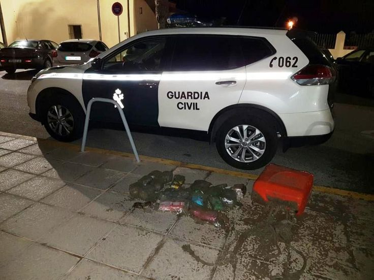 DOG MAKES DRUG FIND IN PLAYA FLAMENCA - http://www.theleader.info/2016/12/06/dog-makes-drug-find-playa-flamenca/