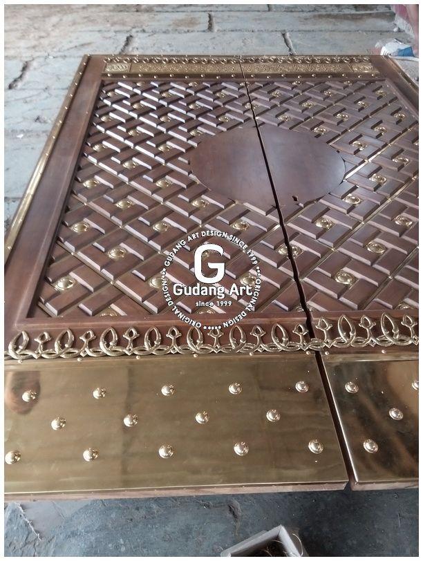 Proses pembuatan ornamen pintu masjid nabawi