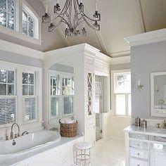 Take a look at this luxury and stuuning bathroom and get inspired | www.delightfull.eu #bathroomideas #bathroomlighting #uniquelamps #lightingdesign #luxurybathroom