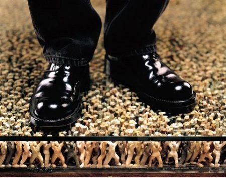 a must-see floor help up by 180,000 mini figurines