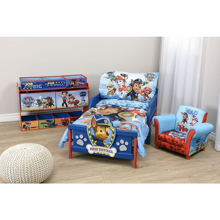 Dress their 'big kid' bed in the whimsical chracters they love. This sheet set is created specifically for a toddler bed. Designed with their favourite PAW Patrol characters, this set adds colour and life to their room.<ul>Includes: 1 reversible comforter, 1 fitted sheet, and 1 pillowcase</ul>