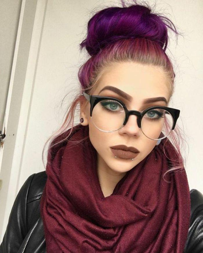 couleur-de-cheveux-violine-foulard-prune-et-jacket-noir