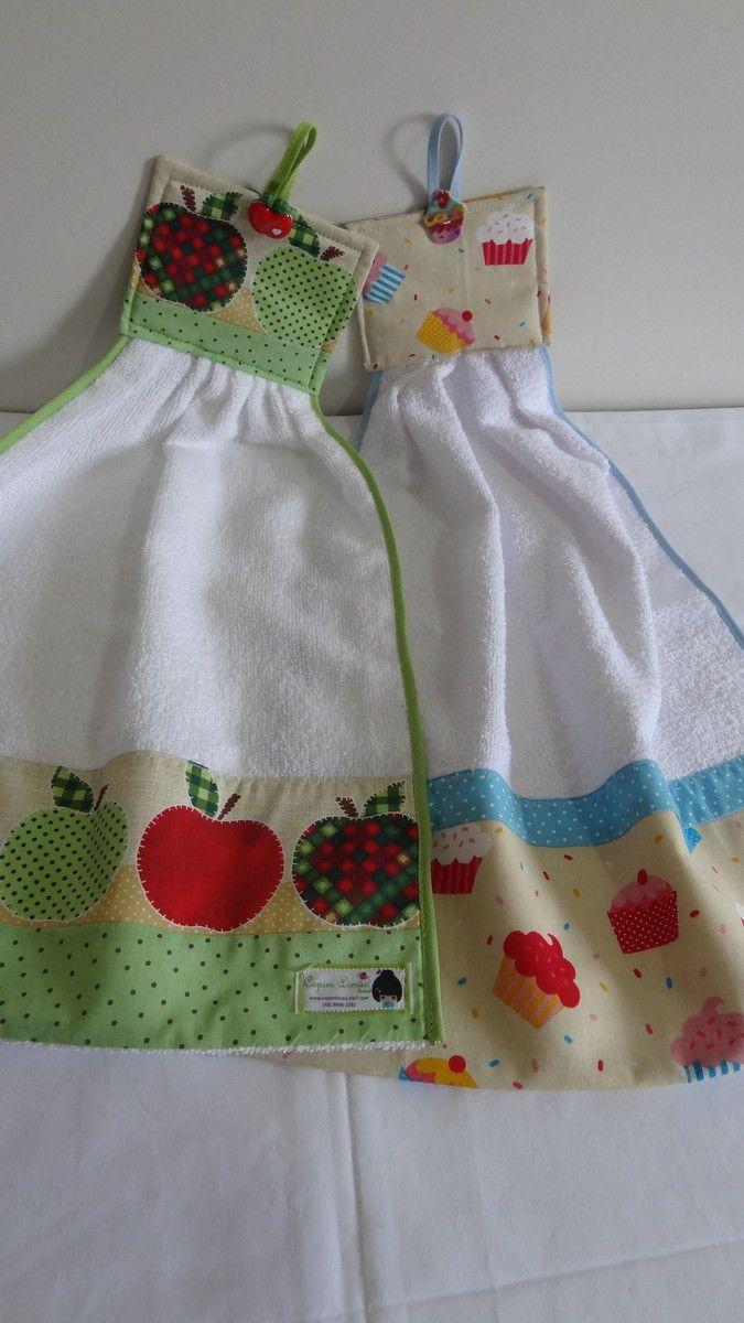 Se você quer estar com suas mãos sempre secas qdo estiver cozinhando, use os bate mão da CAPIM LIMÃO. Bate mão feito em tecido atoalhado, barrado com tricoline 100% algodão e decorado com botões e viés.