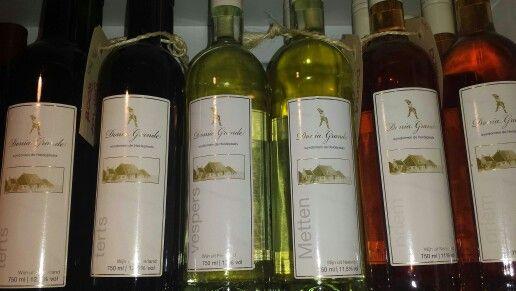 Wijnen. Rode wijn, witte wijn en rosé. Uit Friesland!